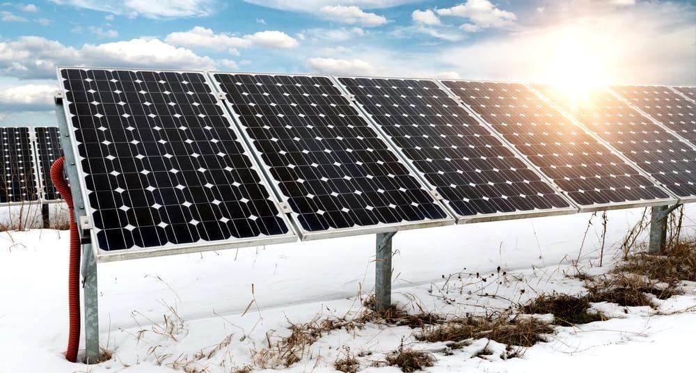 Сонячні батареї працюють навіть взимку